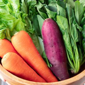 なるべく国産の原料にこだわり、野菜も生産者から直接仕入れている。