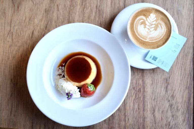 ホットコーヒー以外のドリンクは、差額を支払えばオーダー可能。