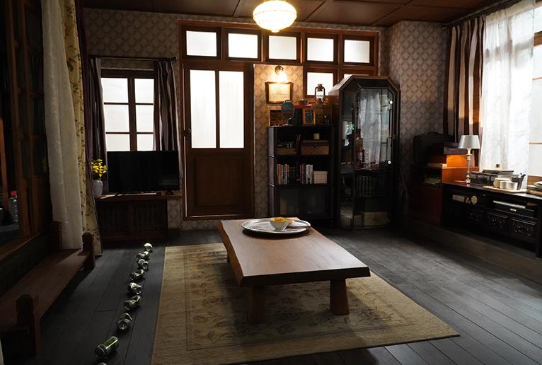ドラマ中盤でユン・セリがビールの空き缶で作った38度線も。