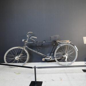 リ・ジョンヒョクとユン・セリが2人乗りした自転車も展示されています。