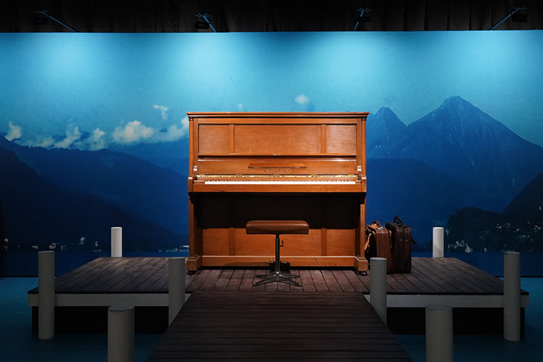 リ・ジョンヒョクが兄のために作曲したピアノ曲が流れていました。