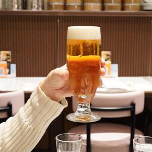 「⽕鍋」に合うお酒はビール! ということで乾杯。