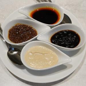 4種類のソースを組み合わせて、オリジナルの味を追求したくなります。
