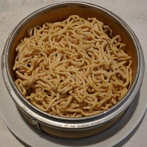 豆腐が原料の麺、豆腐干絲は、高タンパクで糖質の少ないヘルシー食材。