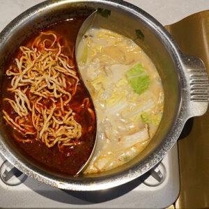 「麻辣スープ」で程よく豆腐干絲を煮込みます。