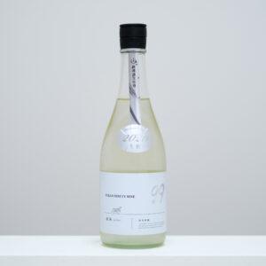 千葉県山武市にある寒菊銘醸。蔵からほど近い九十九里浜海岸からその名をとった「OCEAN99」シリーズは季節限定品。