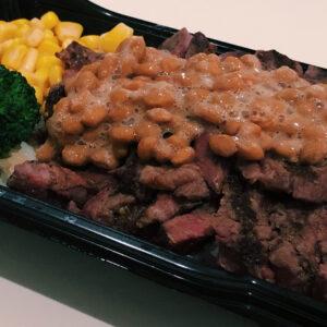 タンパク質 on タンパク質!〈いきなり!ステーキ〉の「ステーキお重」を納豆カスタム。