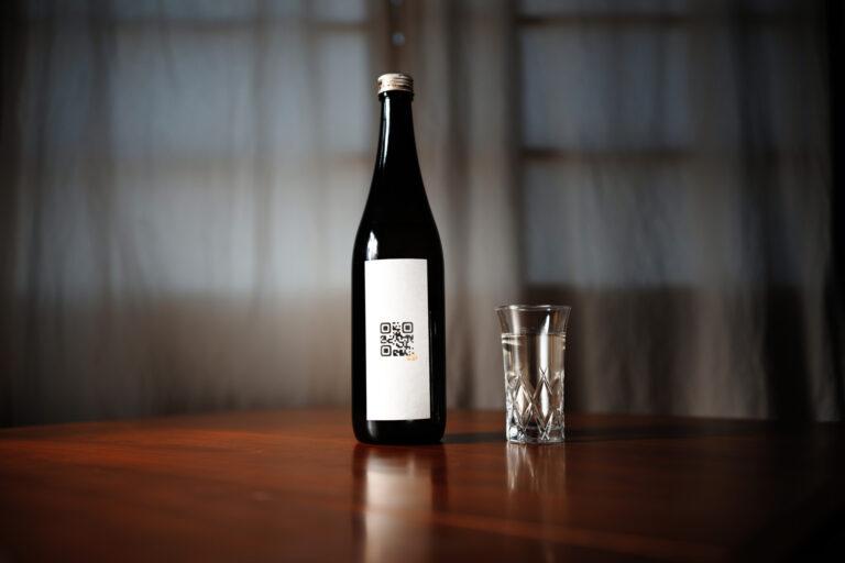 シンプルで美しい、佐賀の日本酒「Q」のパッケージ。720ml 2,860円、1,800ml 5,720円。