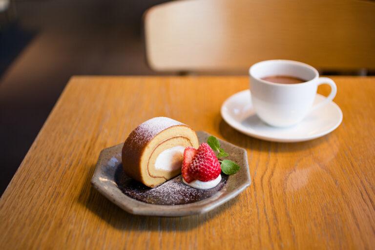 「d&ロールケーキ」650円、「おこっぺココア」750円