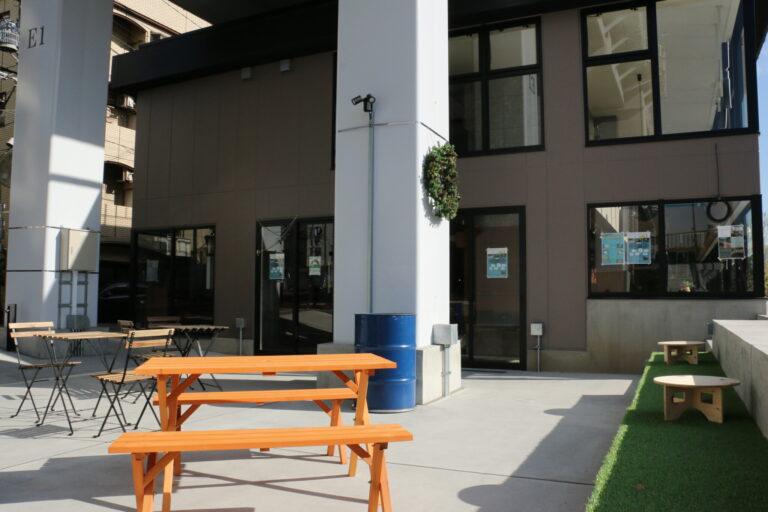 高架下のオープンスペースでは、キッチンカー販売などを予定している。