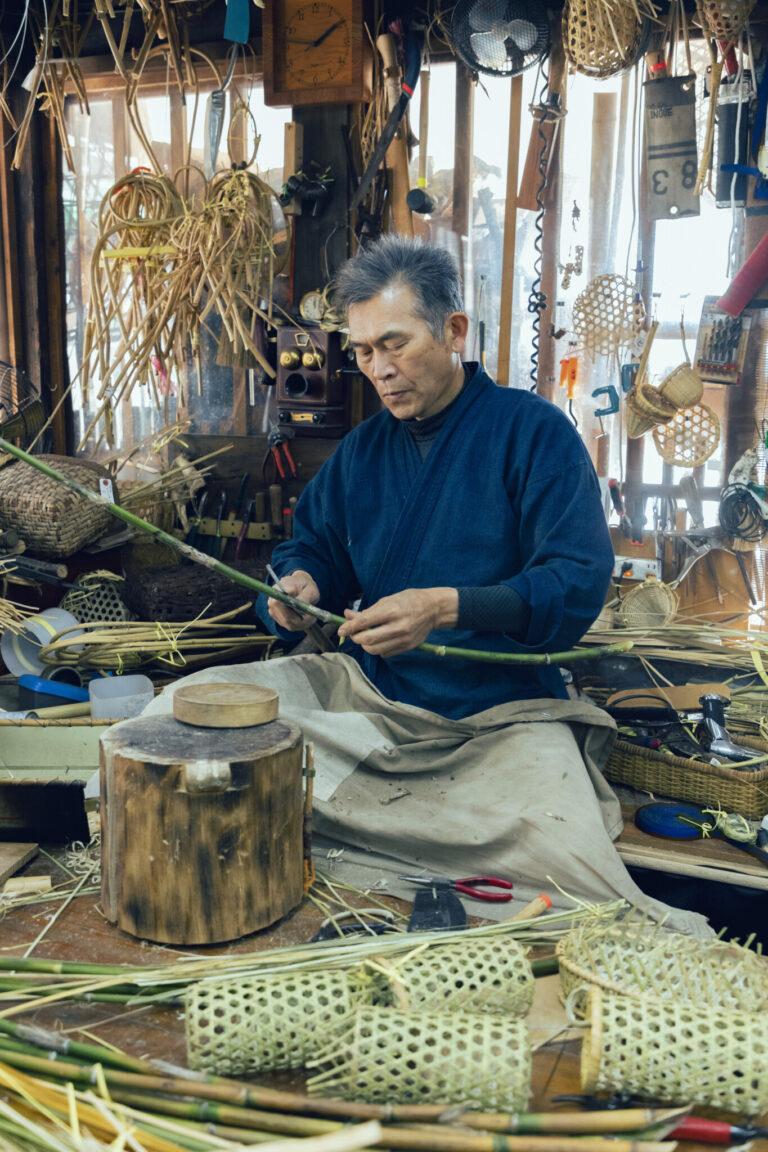 この地に住んで5代目というご主人の井上栄一さんは、職人ながらも柔軟な発想で竹細工製品の魅力を発信するアイデアマン。『飾るよりもぜひ、普段使いしてくださいね』