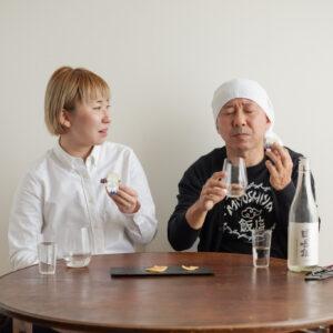 Kiriのクリームチーズを食べてから、お酒を流し込みます。
