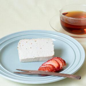築100年の古民家カフェから「フルーツチーズケーキ(いちご)」をお取り寄せ。