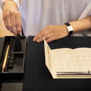 写仏・写経は各1部1,200円。受付は9:00~15:00、予約不要。