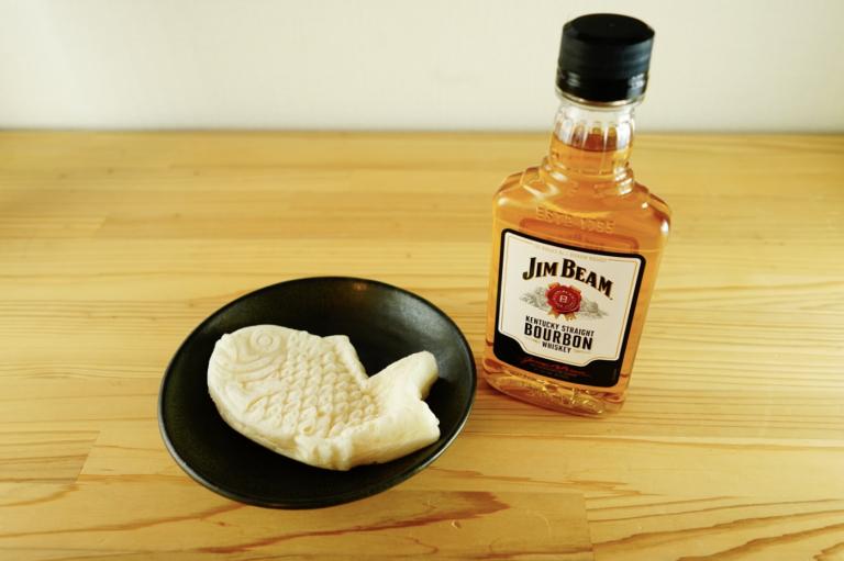 1.〈ローソン〉の「もっちりとした白いたい焼き」