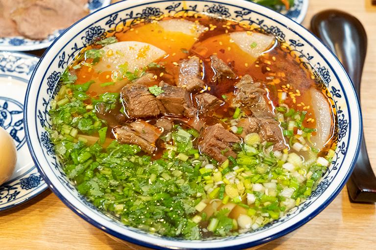 「逸品伝統牛肉麺」。