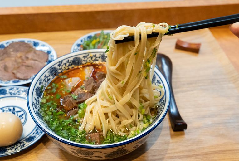 麺は平麺3種類、丸麺2種類から選べます。