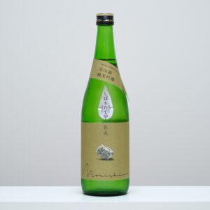 茨城県日立市にある老舗の酒蔵・森島酒造から、令和元年に登場した新銘柄「森嶋」。ラベルには震災で崩れてしまった蔵に使われていたという大谷石が描かれている。