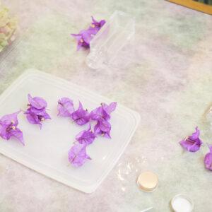 花はドライフラワーを使用します。写真は今回のメイン、三宅島で咲いたブーゲンビリア。