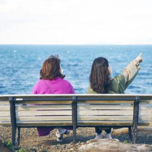 ベンチに座り、景色を見ながらまったり。