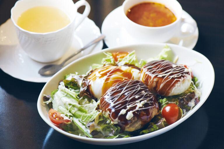 「ランチセット(お肉と魚のWロコモコ、スープ、島レモネード)」1,200円(税込)。