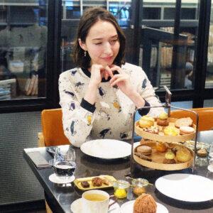 日本橋のショコラ工房〈Le Chocolat Alain Ducasse〉へ。チョコレートづくしのアフタヌーンティーを堪能。/Alice in Cafeland