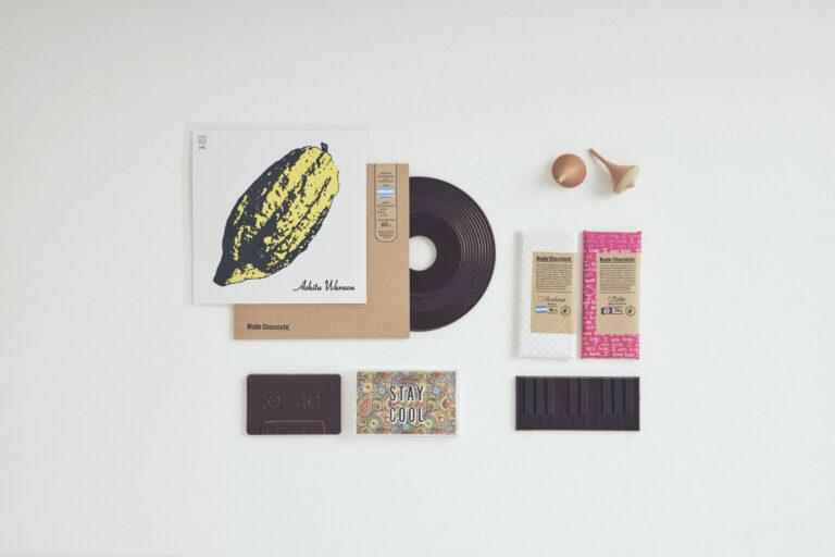 左上・カセットチョコレート700円。左下・レコードチョコレート1,600円。右・ピアノタブレット各1,200円。