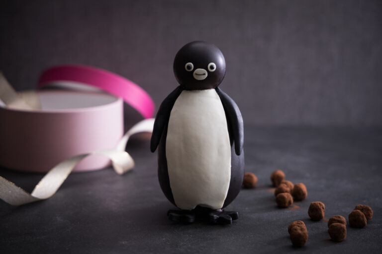 「Suicaのペンギン チョコレート」高さ16.5cm 4,000円。