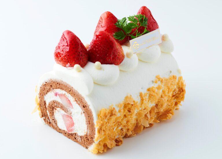「あまおうロールケーキ」ホール2,000円、カット670円。