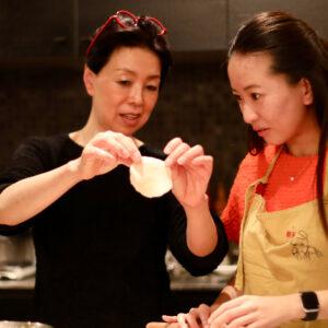 憧れの料理研究家ウー・ウェンさんのご自宅訪問!【2】餃子作りを学ぶ。〜徳成祐衣の果てしなくギョーザな日々。〜