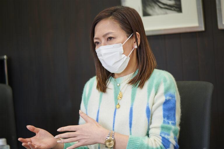 〈(株)アンド・コスメ〉の加登愛子さん
