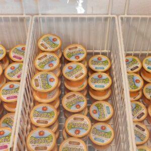 カップアイスは県内のスーパーや道の駅などでも購入できる。