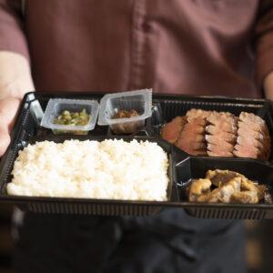 「特選 牛たん弁当(スープ無し)」6切れ1,750円(税別)〜。単品テールスープ350円(税別)