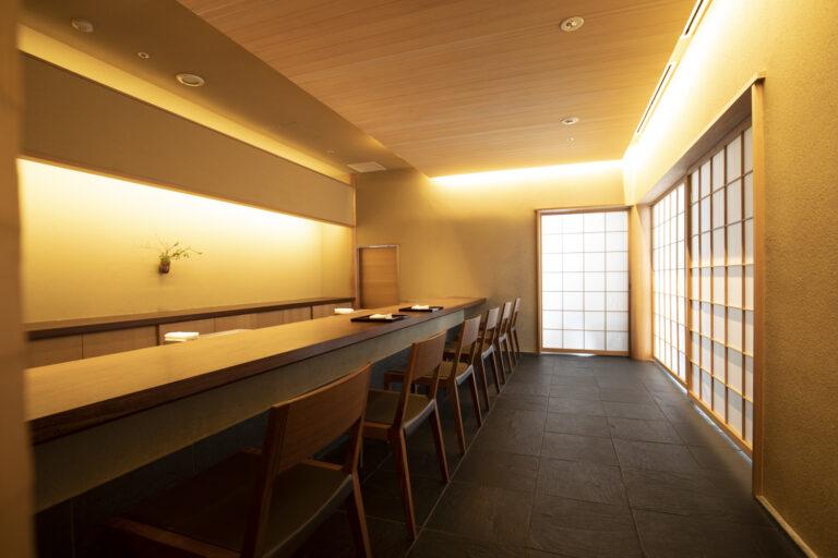 京都店と同様の設えで、東京にいることを忘れさせてくれる静謐な空間。