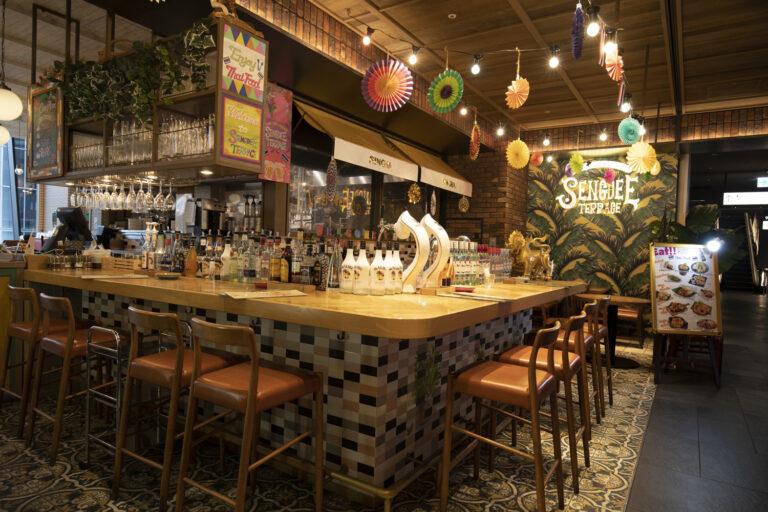 カラフルなタイル使いが可愛いカジュアルなタイ料理レストラン。