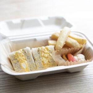 サンドイッチは、有名フレンチ〈フロリレージュ〉出身のシェフが監修。サスティナブルな容器で環境にも配慮。