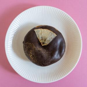 「スパイスアップルとダークチョコレート」。