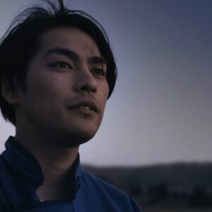 「20代はずっと迷っていました」。映画『ターコイズの空の下で』、20代最後の作品に挑んだ柳楽優弥にインタビュー