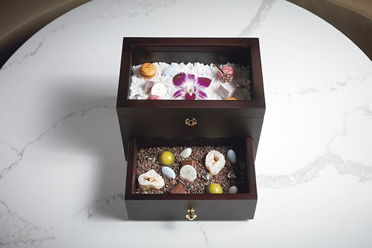 愛らしい「お菓子の宝石箱」も。