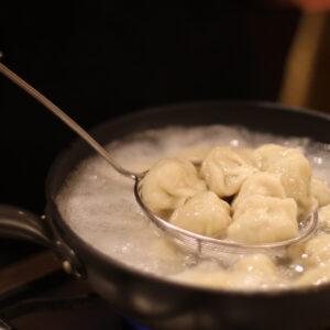 憧れの料理研究家ウー・ウェンさんのご自宅訪問!【3】餃子作りを学ぶ。〜徳成祐衣の果てしなくギョーザな日々。〜