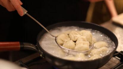憧れの料理研究家ウー・ウェンさんのご自宅訪問!【後編】餃子作りを …