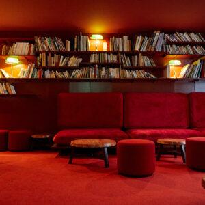 """館の""""心臓部""""であることから真っ赤な部屋に。"""