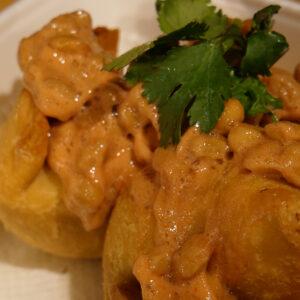 カレーと納豆のボリュームおつまみが完成!渋谷〈ターリー屋〉のサモサを納豆カスタム。