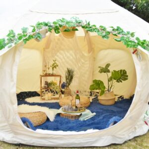 「三の曲輪」ではグランピングテントなどが展示され、世界遺産でキャンプを楽しむイベントのデモンストレーションを見学。