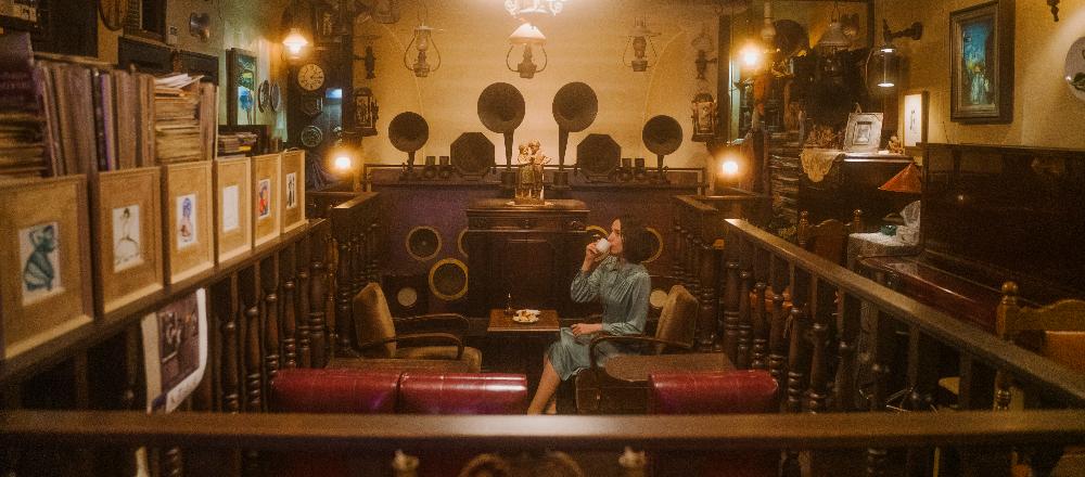 阿佐ヶ谷の名曲喫茶〈VIOLON〉へ。竹針で奏でる100年前の蓄音機
