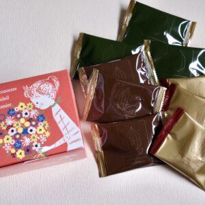 チョコアーモンド、アーモンド、抹茶アーモンドの3種類の味わいがセットになっている。