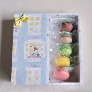 「彩りマカロン5個入り」1,080円。