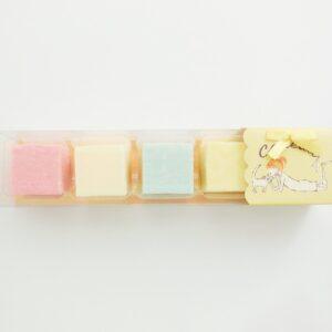 「ギモーヴ5個入り『Shinzi Katoh』スリーブ付きタイプ」702円。