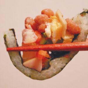 日本と韓国の発酵が出会う1品を求めて。浅草橋〈東京キングキンパ〉のキムチキンパを納豆カスタム。