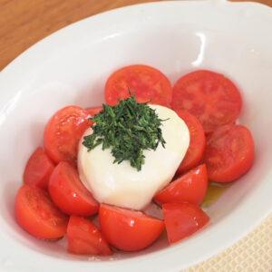 バジルの代わりに、玉露の出がらしをチーズにオン!